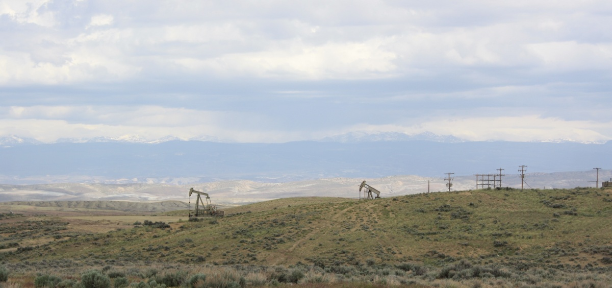 Oil and gas site on public lands with mountains in the background. BLM photo.