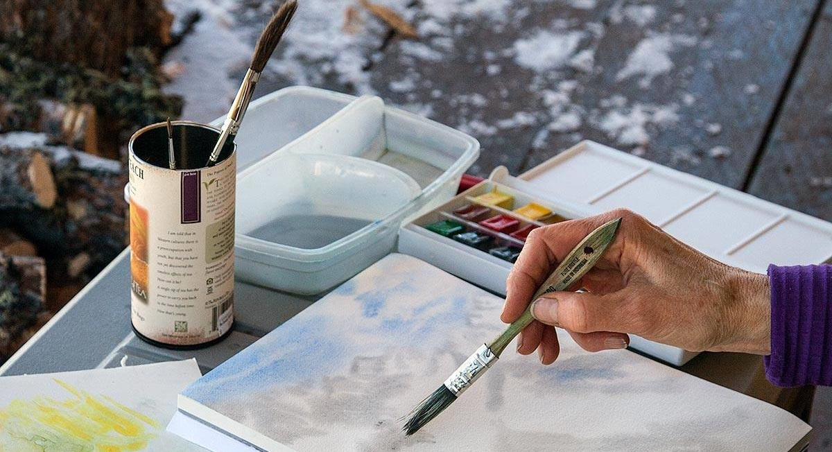 An artist-in-residence paints the public lands in Alaska.  BLM photo.