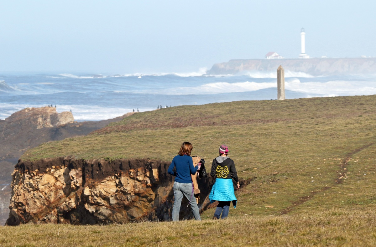 Two people hiking along the trails of Point Arena-Stornetta (Photo by David Ledig).