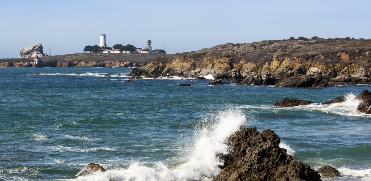 Piedras Blancas Light Station overlooking the ocean (Photo by Sharon Foelz)