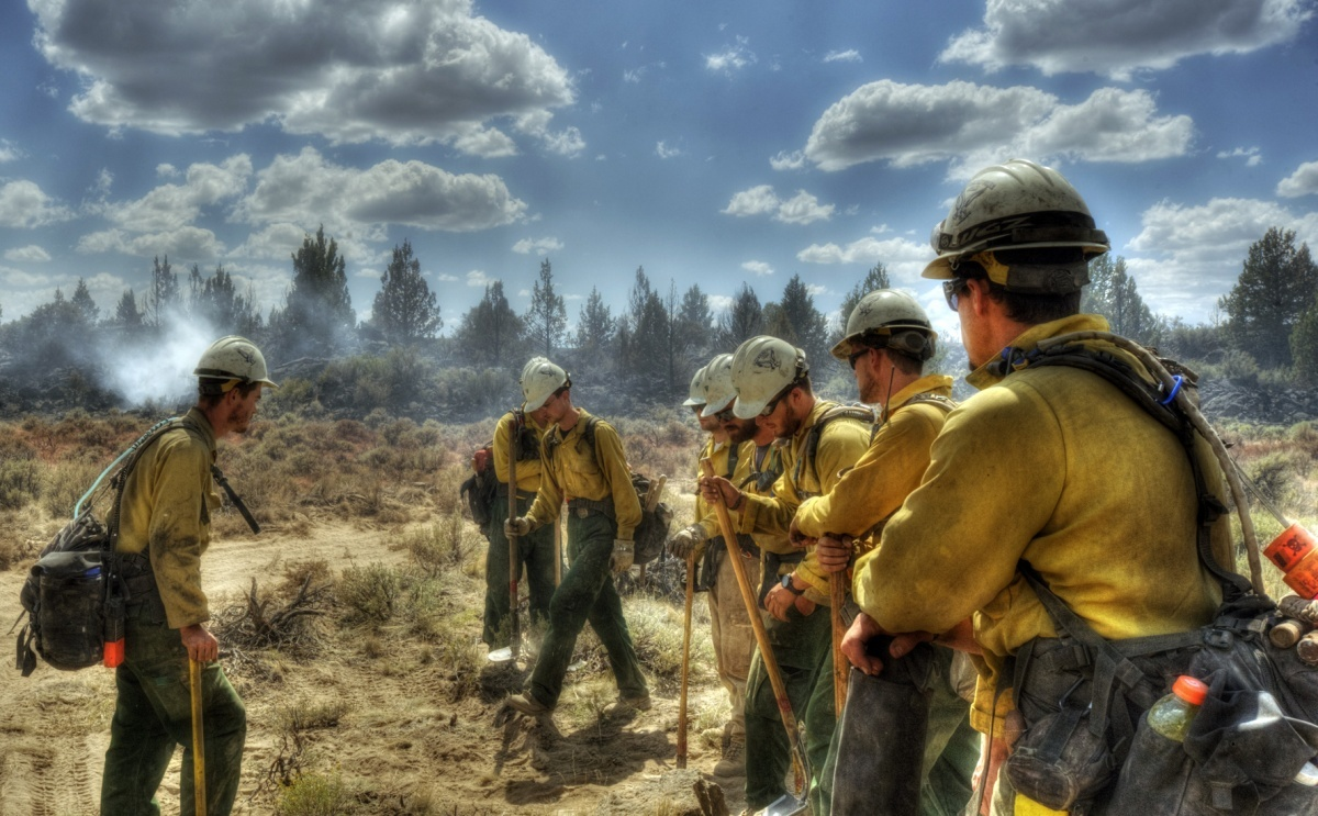 Lakeview Veterans crew in Oregon work on the Lava Fire. Credit:  Kevin Abel, BLM Lakeview District Office