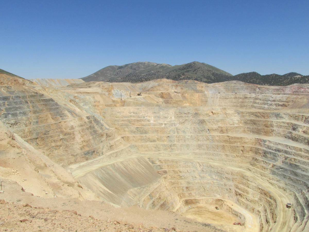 Mine pit photo